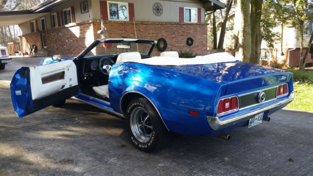 1972 ford mustang convertible dupont hazy hue royal blue white top interior. Black Bedroom Furniture Sets. Home Design Ideas