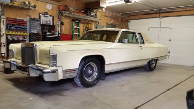 7Y81S911237 - 1977 Lincoln Continental Town Coupe