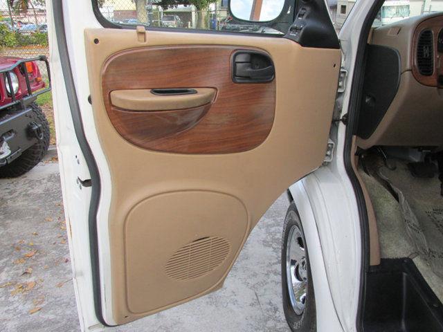 2B6HB11Y0YK102646 - 2000 Dodge Ram Van 1500 127