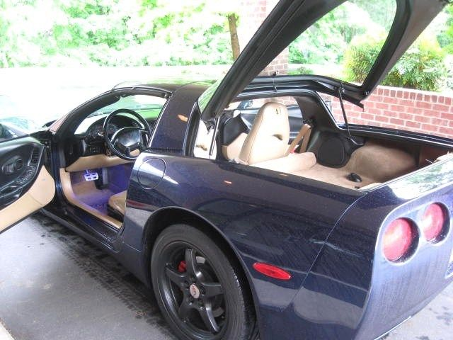 1g1yy22g715114124 2001 corvette targa glass and blue top. Black Bedroom Furniture Sets. Home Design Ideas