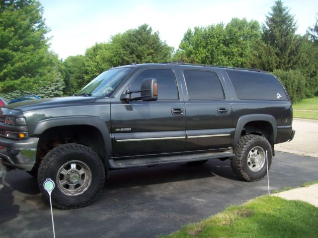 2003 Chevy Suburban 2500  8 1 V-8  6 U0026quot  Lift On 35 U0026quot  Tires 140 000 Miles