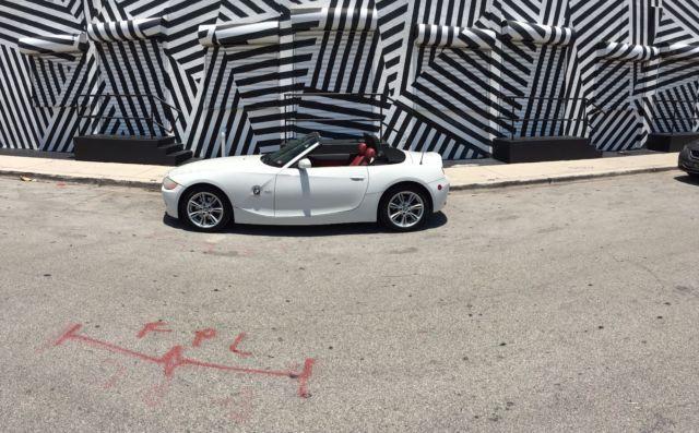 4usbt53564lu07372 2004 Bmw Z4 White W Red Interior