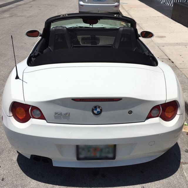 2004 BMW Z4 WHITE W/RED INTERIOR