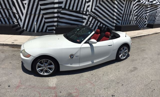 4usbt53564lu07372 2004 Bmw Z4 White W Red Interior Convertible