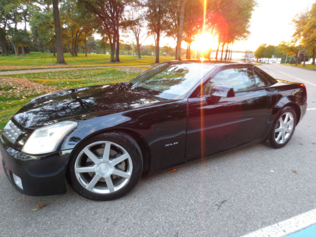 1g6yv34a145601812 2004 cadillac xlr base convertible 2 door 4 6l v8 rare no reserve. Black Bedroom Furniture Sets. Home Design Ideas