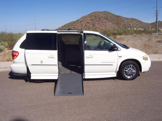 2007 chrysler town and country handicap van