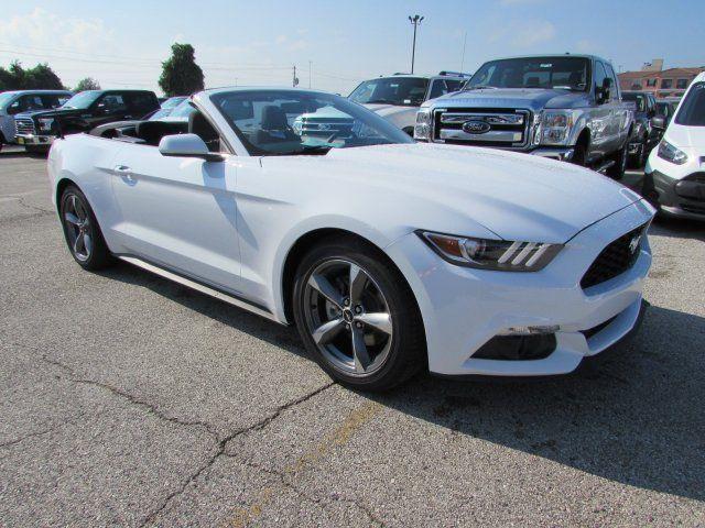 1FATP8EM8H5203063 - 2017 Ford Mustang V6 5 Miles White ...