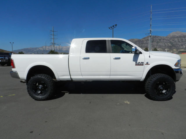 Black interior doors with white trim - 3c63r3ml1eg255386 Dodge Ram Mega Cab Laramie 4x4 Cummins