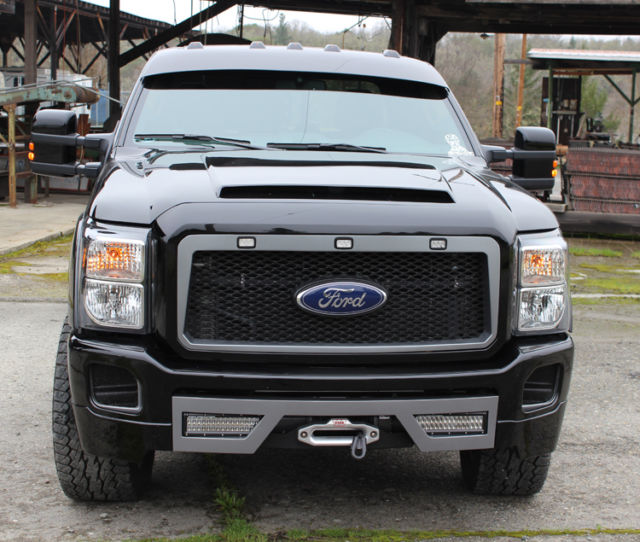 FORD F250 SUPER DUTY SHOW TRUCK LARIAT