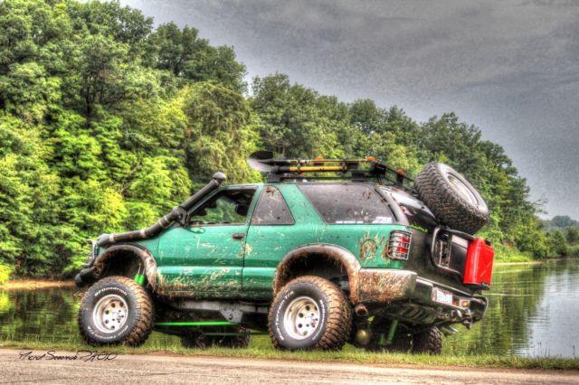 1GNCT18W8YK109719 - Lifted 2000 Chevy Blazer ZR2