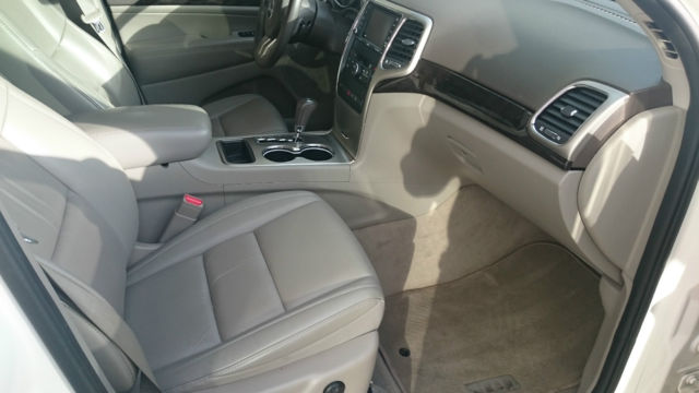 1j4rr4gg1bc600951 White Jeep Grand Cherokee Tan Leather Interior Panoramic Roof Great Condition